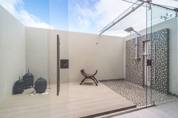 ocean-z-outdoor-shower.jpg