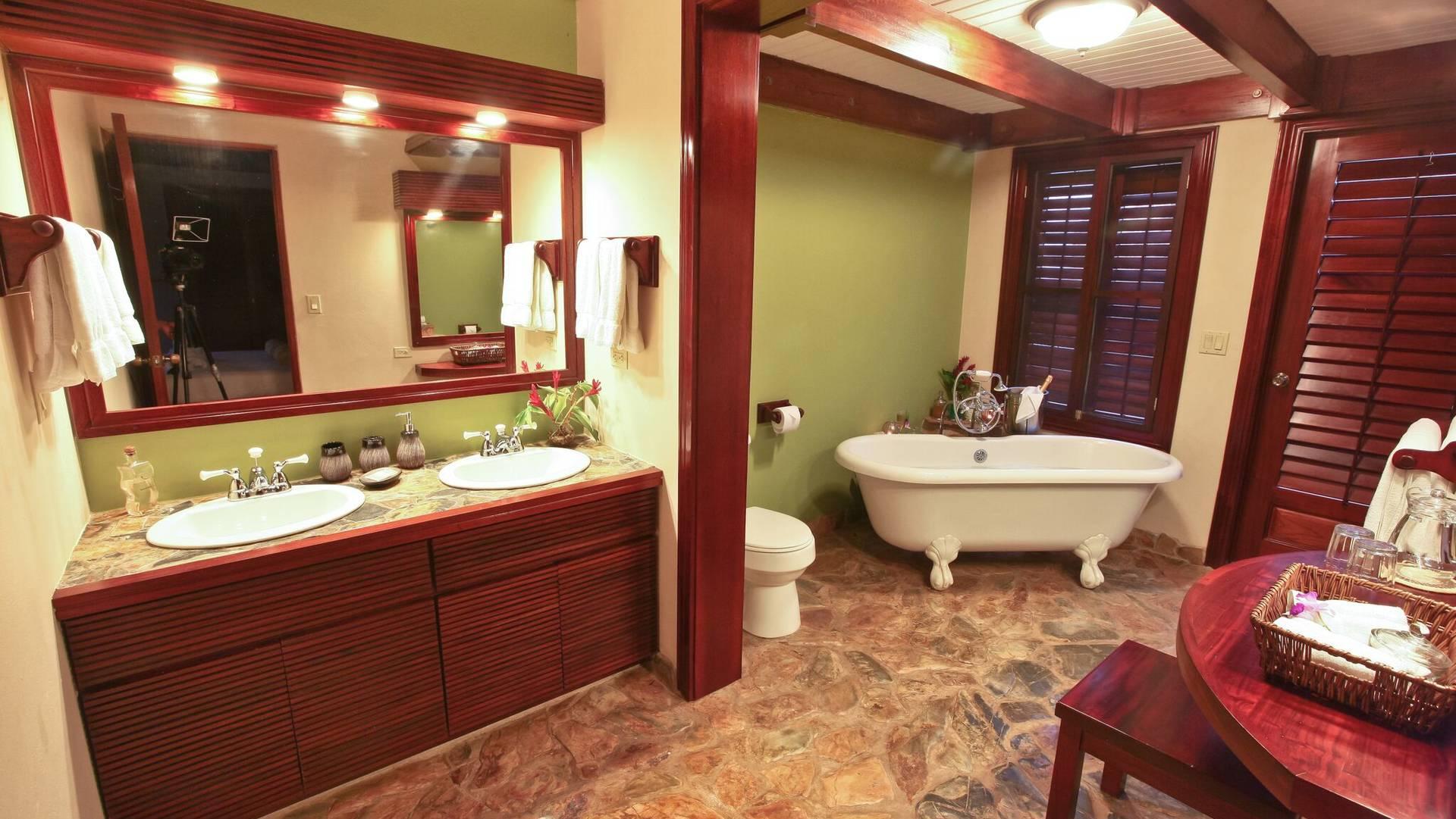 Estate Suite bathroom.jpeg