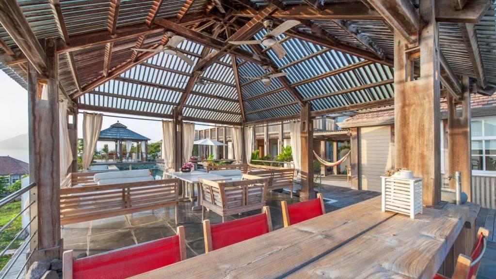 Villa-L-Oasis-Outside-Lounge-Area-1024x681.jpeg