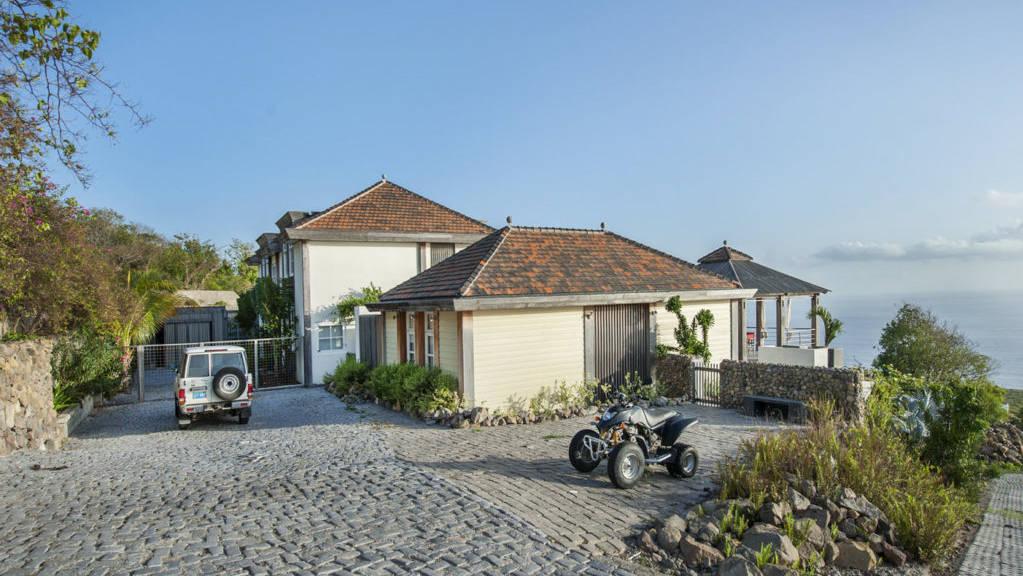 Villa-L-Oasis-Parking-1024x681.jpeg