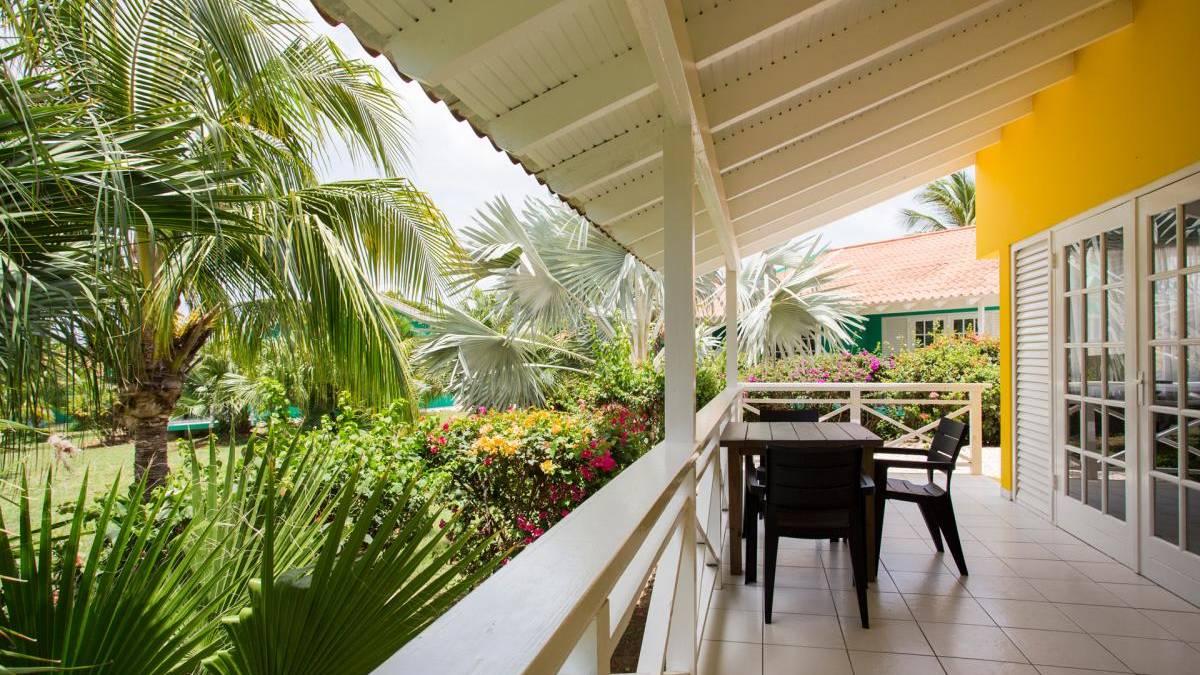 bon-bini-seaside-resort-terras.jpg