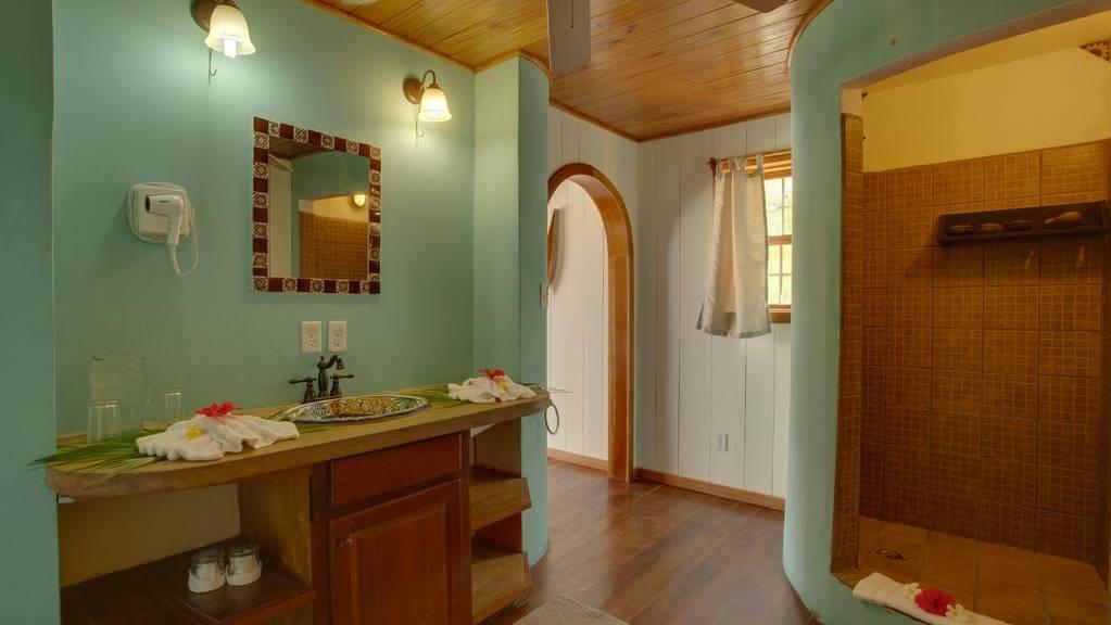 portofino-beach-bathroom