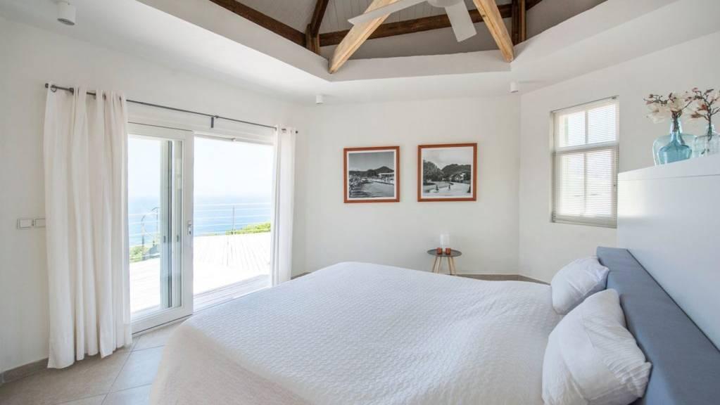 villa-smiling-turtle-steustatiusVilla-Winkelman-Bedroom-2-1024x681.jpeg
