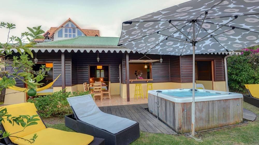 hotel-martinique-jacuzzi-suite-villa2-min.jpg